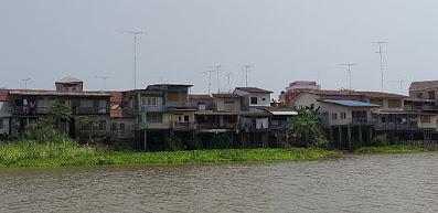 Häuser am Chao Phraya River