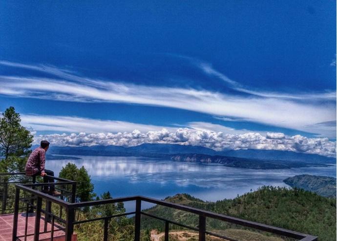 Pandangan dari Panatapan Huta Ginjang, Danau Toba bak Rasa Swiss