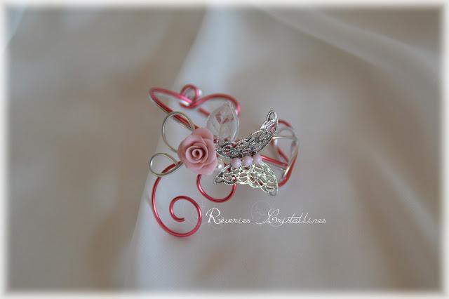 bracelet romantique rose et argenté avec papillon