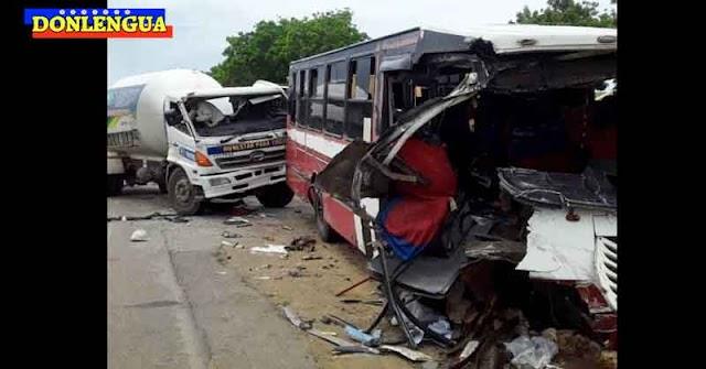 Gandola sin frenos chocó contra una buseta en Pueblo Nuevo y dejó varios heridos