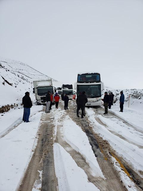 Schnee auf den Straßen von Oruro-Potosí