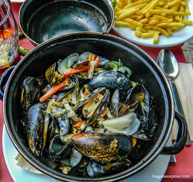 Comer em Bruges - Bélgica - mexilhões com batatas fritas