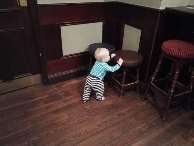 Dublin ja vauvan kanssa Irkkupubissa