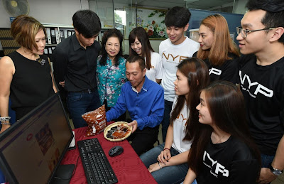Source: Nanyang Polytechnic. MD of Sim Soon Heng David Sim (centre in blue) with his mother Mrs Sim (third from left) and his son (second from left) together with the students of Nanyang Polytechnic's School of Business Management and School of Information Technology. The students worked together on digital transformation for Sim Soon Heng.