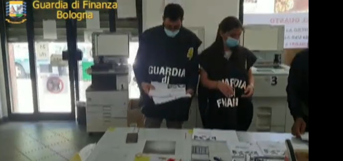 Bologna: controlli nelle copisterie della zona universitaria; sequestrate oltre 110 mila scansioni integrali di costosi testi universitari