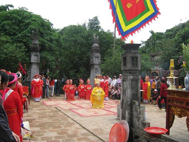 Hoa Lu Festival opens in Ninh Binh