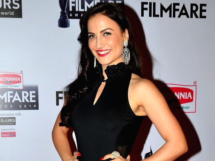 Elli-Avram-is-craving-to-go-out-expresses-her-feelings-in-camera