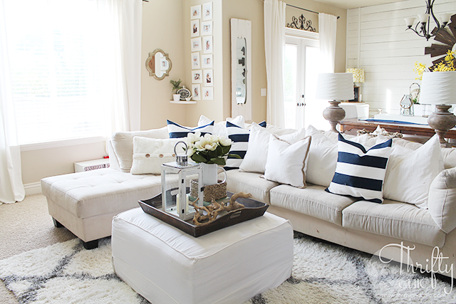 Summer decor and decorating ideas for farmhouse living room