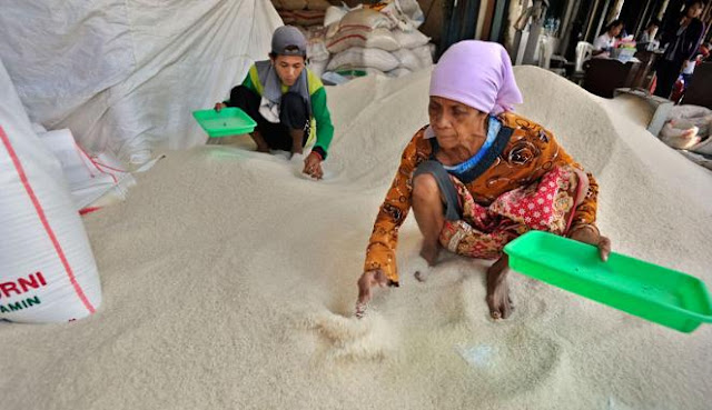 Jatah Beras Warga Miskin di Aceh Disalurkan Untuk 14 Bulan