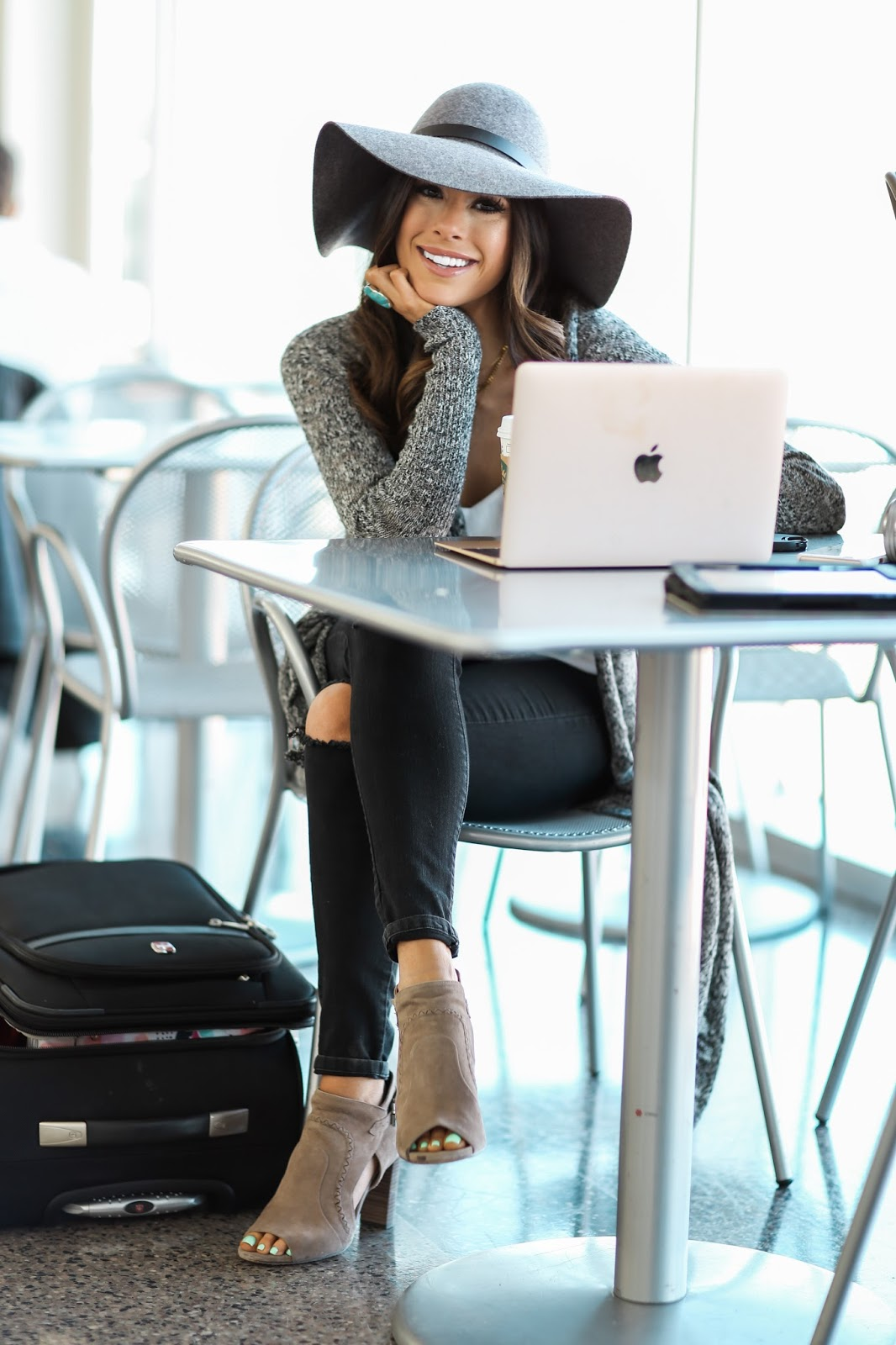 """b191808ea99e4 72 thoughts on """"Airport Style.."""""""