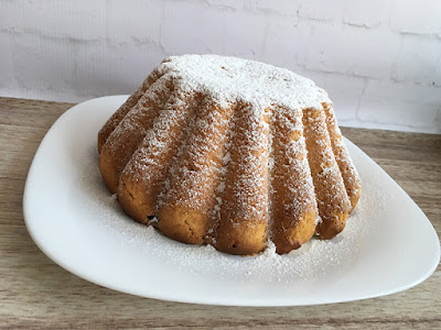 Babka drożdżowa z cukrem pudrem