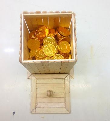 Kotak Permen Coklat Dengan Stik Es Krim