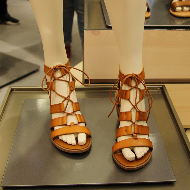 old-navy-indonesia-central-park-opening-sandal