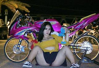 Modifikasi Ninja pink plus model cantik ngangkang body montok