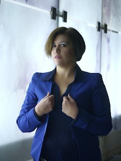 Total look azul; outfit elegante