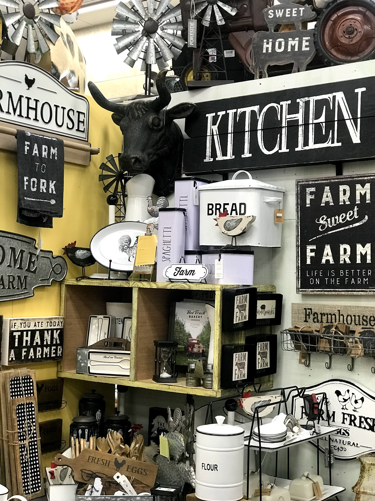 Image:Farm House Decor at Bucee the beaver gas station. Seen first on Bits and Babbles blog