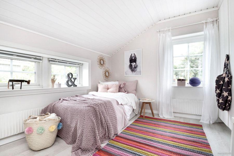 Drewniany domek w bieli i szarościach, wystrój wnętrz, wnętrza, urządzanie mieszkania, dom, home decor, dekoracje, aranżacje, scandi, styl skandynawski, scandinavian style, pokój dziecka, kids room