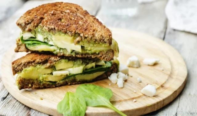 How to make a healthy avocado sandwich