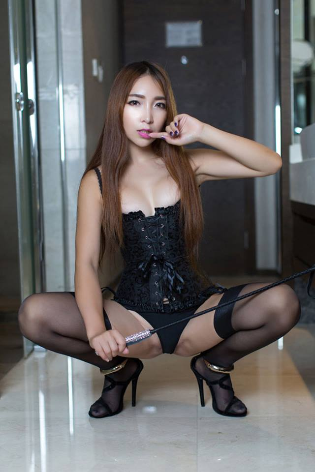 Archived: Hot Model From China In Black Lingerie