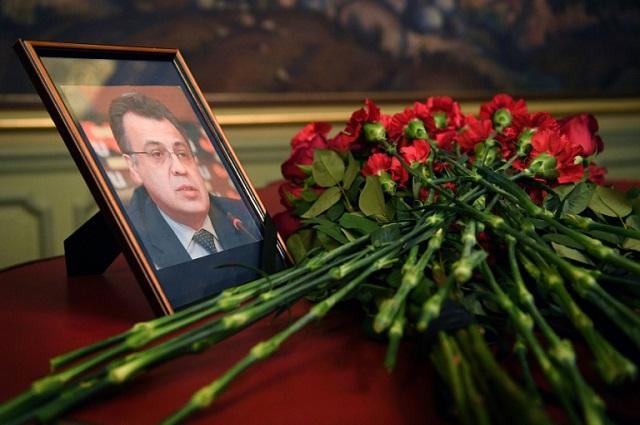 """Enquanto os lideres mundiais e as pessoas comuns expressam seu repúdio em relação ao assassinato do embaixador russo na Turquia, Andrei Karlov, o colunista do New York Daily News (NYDN) celebrou abertamente esta execução pública, dizendo que foi um exemplo de """"ter sido feita justiça"""""""