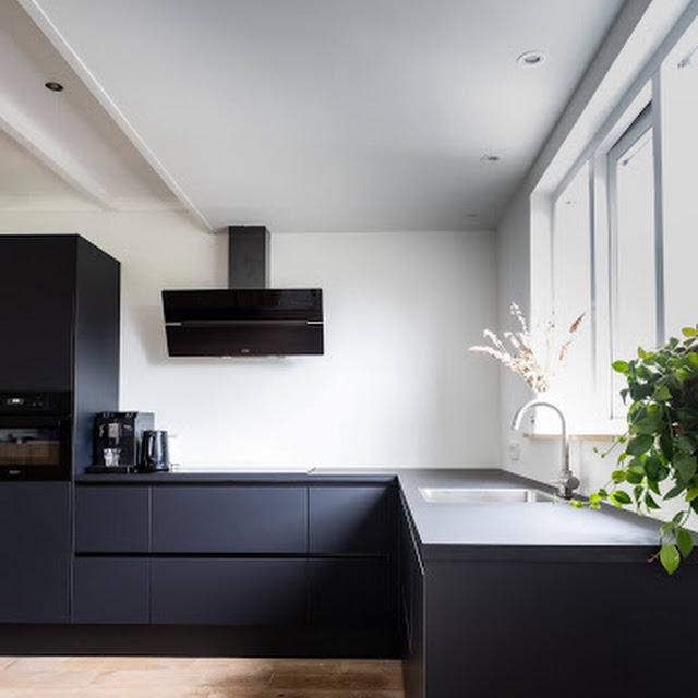 Black color in interior design