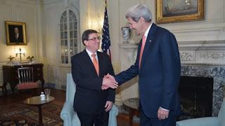 Cuba y Estados Unidos reabren embajadas después de medio siglo de espaldas