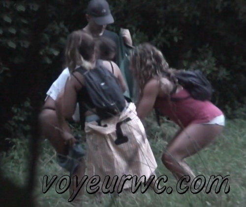 City Park Lovers - Public Voyeur Sex. Spy cam couple fuck in the bushes. (Sex Day 27)