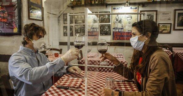 Μάσκες παντού: Εστιατόρια, καφετέριες, μπουζούκια «περνούν στην ιστορία»