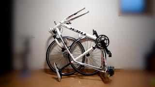 コンパクトに保管したロードバイク TREK MADONE 2.1