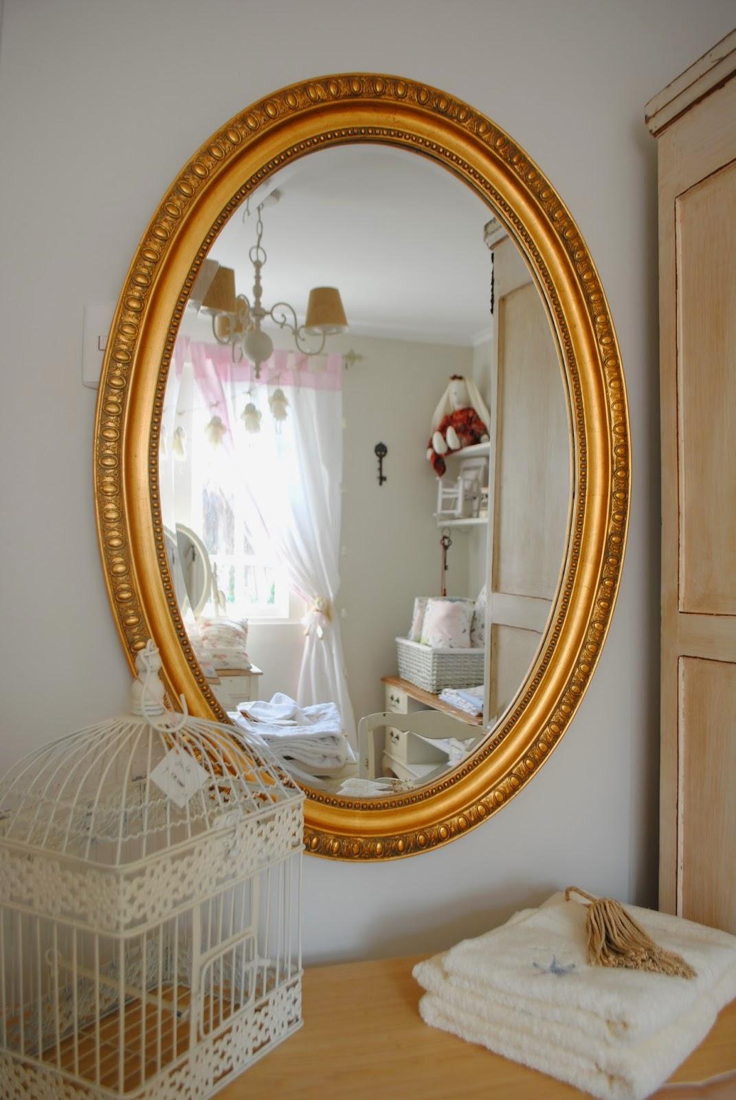 Paz montealegre decoraci n espejos ovalados dorados for Espejos decorativos dorados