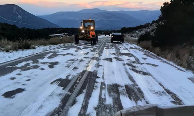 Ερμιονίδα: Πάγωσε το οδόστρωμα από την Πελεή μέχρι τα Δίδυμα - Μάχη των υπηρεσιών για να ανοίξει ο δρόμος