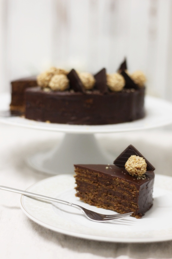 парче торта гараш, разрез на торта на гараш, българска торта гараш, гараш с пълнозърнести блатове