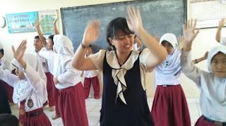 anak sekolah dasar belajar tari