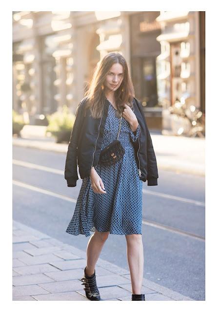 Летнее платье с кожаным бомбером