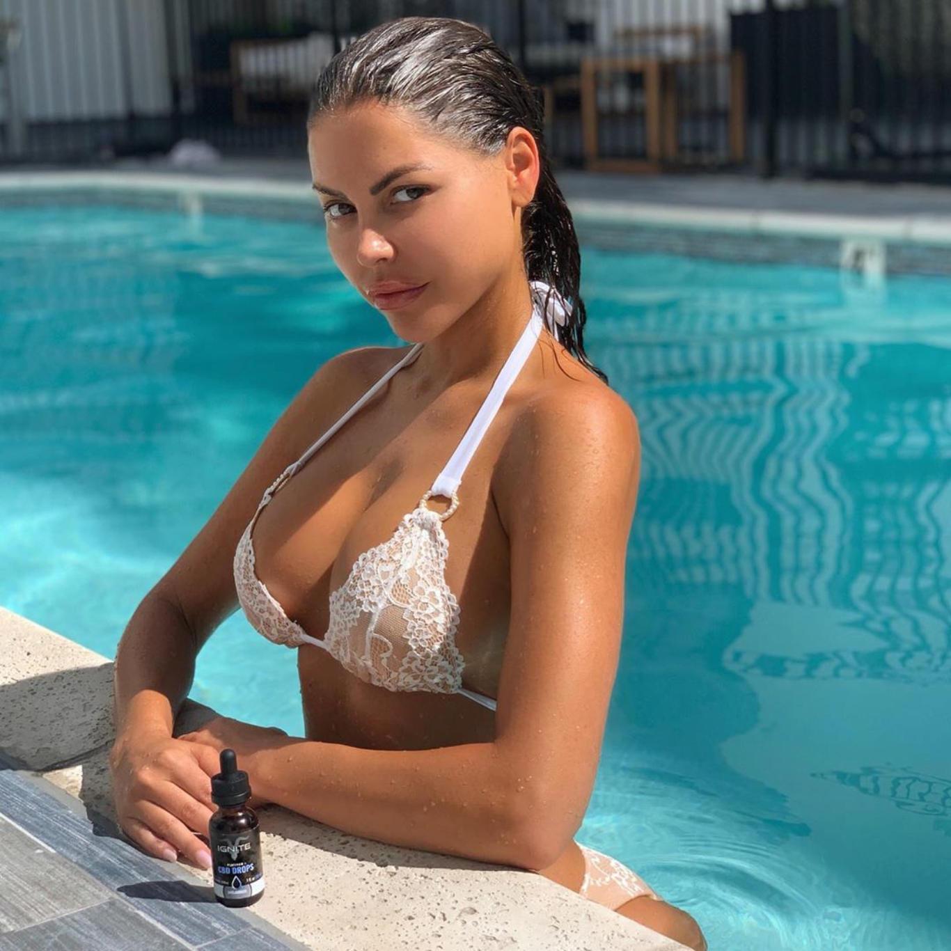 Jessica Cribbon White Bikini Hot Wallpaper