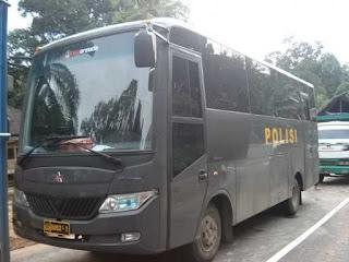 Sebuah bus Polisi menabrak seorang pengendara sepeda motor di Jalan Iskandarsyah Kebayoran Baru Jakarta Selatan, korban seorang siswa SMK tewa
