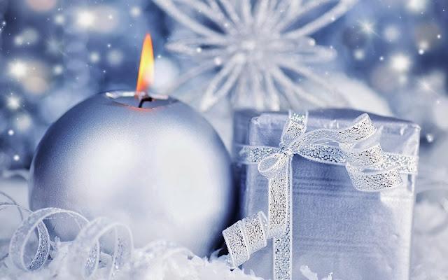 Kerst afbeelding met kaars en cadeau