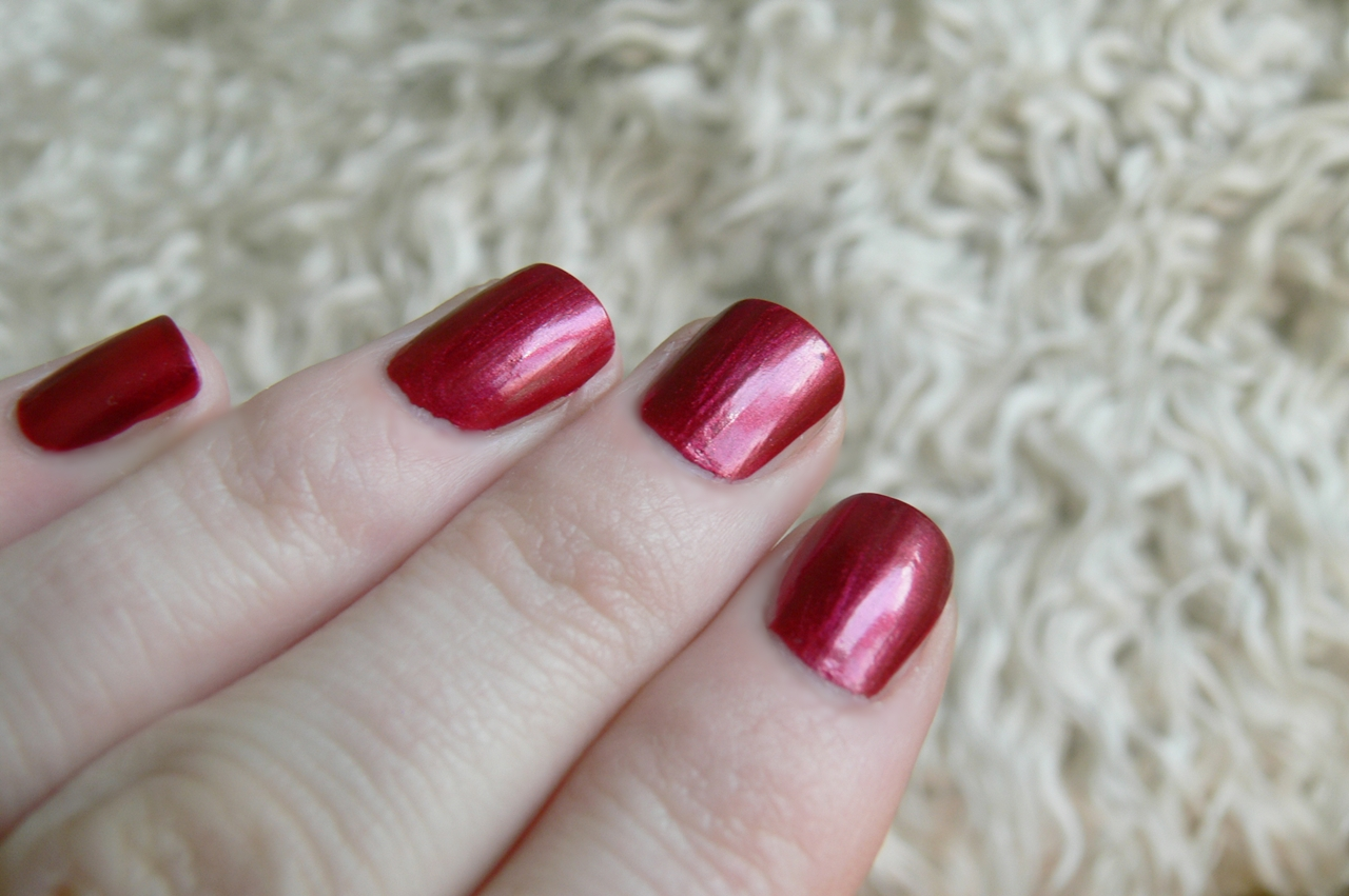 Avon Gel Finish Red Velvet swatche