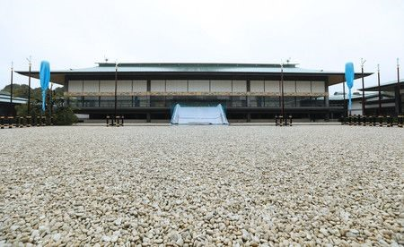Explore the magnificent Tokyo Imperial Palace - where the Emperor is crowned