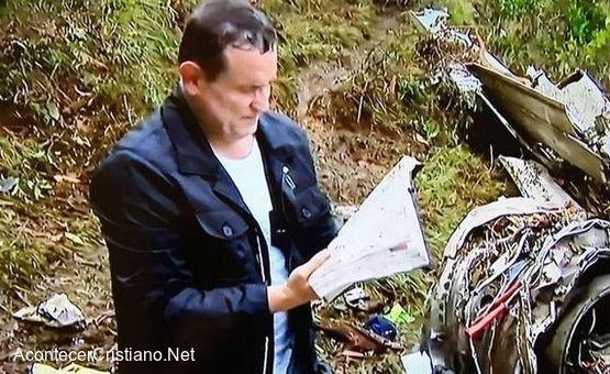 Encuentran Biblia entre los restos de avión siniestrado