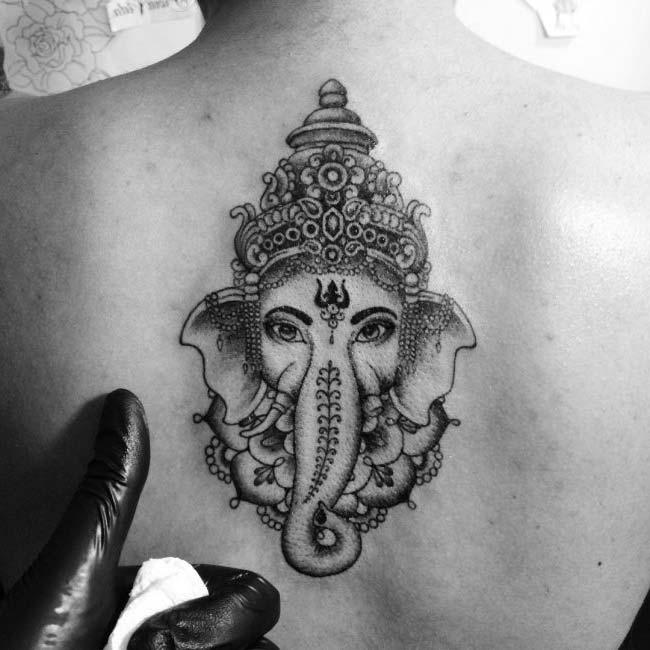 hindu tanrısı fil dövmesi