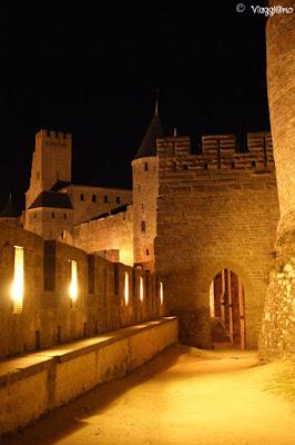 Camminamento serale lungo le mura della cittadella