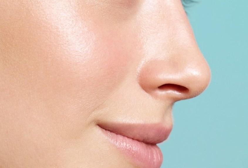 Niacinamide bảo vệ lớp màng và tăng cường miễn dịch cho da.