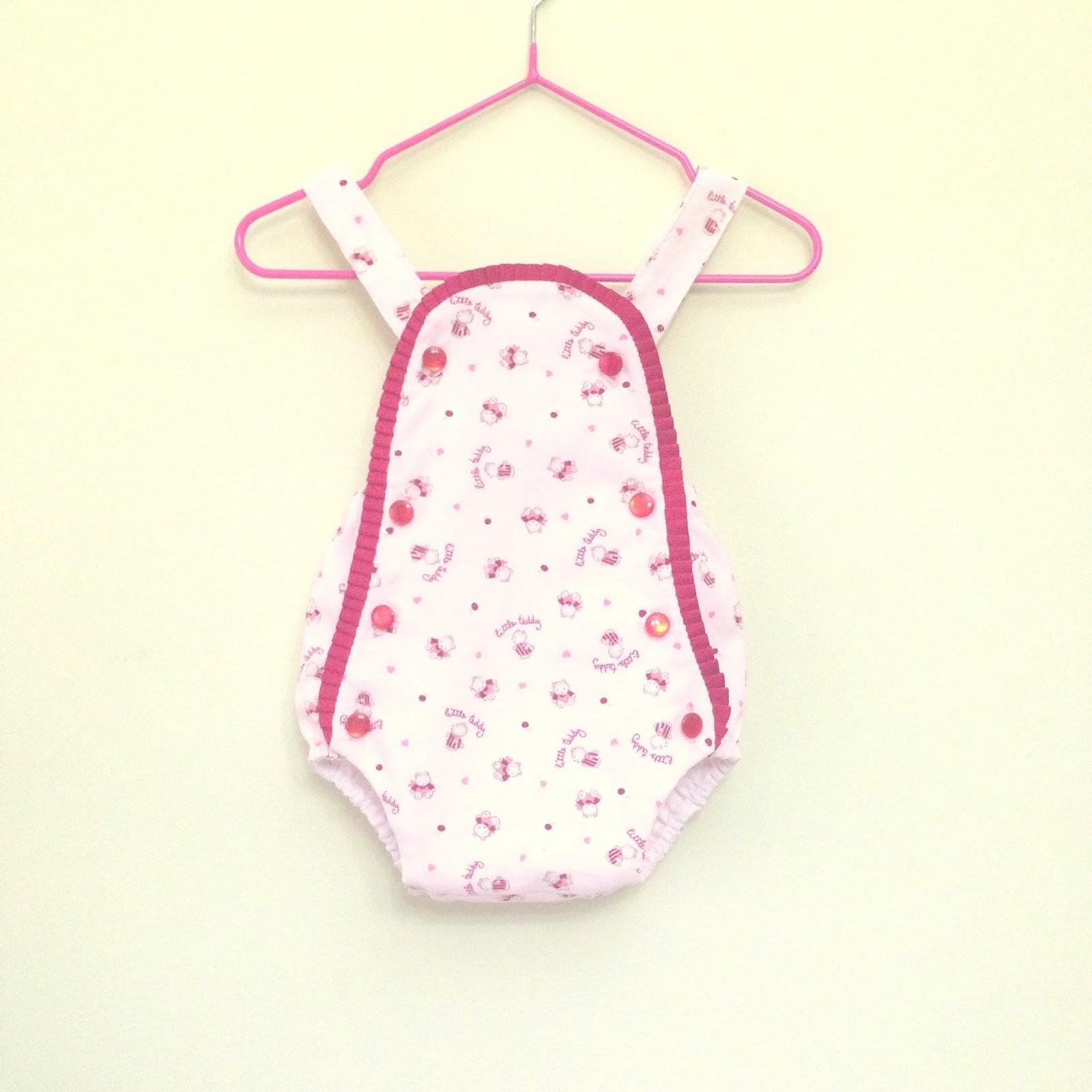 Laurita s place handmade peto de beb y chupetero rosa for Regalo perfecto para una amiga
