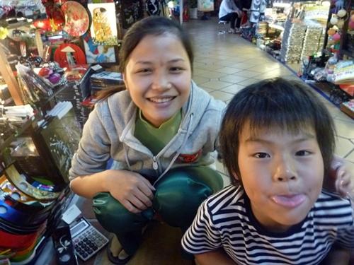 ベトナム雑貨の買付風景