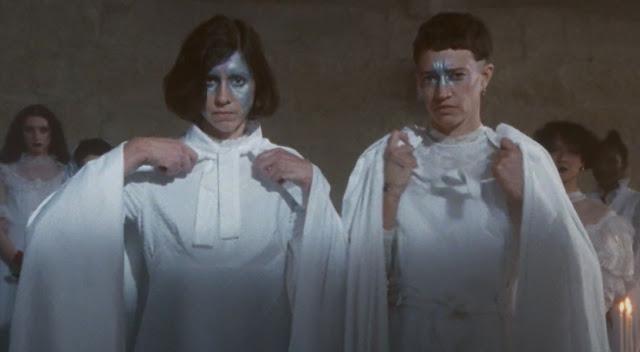 """Ambiance médiévale avec des nonnes gothiques pour ce """"Auf Wiedersehen"""" signé Mansfield.TYA"""