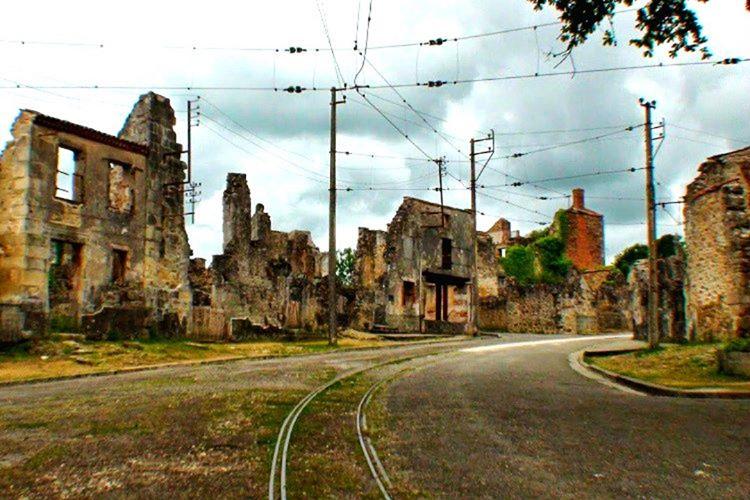 Oradour Sur Glane köyünün sakinleri 10 Temmuz 1944 yılında bir grup Nazi askeri tarafından katledildi.