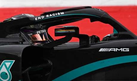 Hamilton e Mercedes no centro das atenções na volta da Fórmula 1