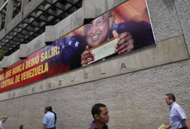 Venezuela evade el default a costa de mayor escasez