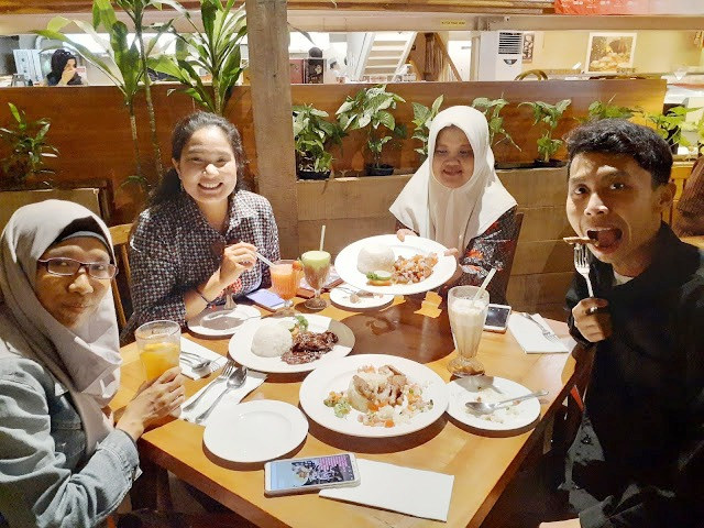 Kem Chicks, Nasi Tumpeng, Amerika Serikat, Indonesia, Hubungan diplomatik, sinergitas,Chef, Memasak, Demo, Beef, Daging Sapi, Cemilan Snack, Chocolate, Ccokelat, kemang